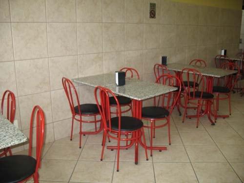 M veis para sorveteria re instala es comerciais for Mesas de comer